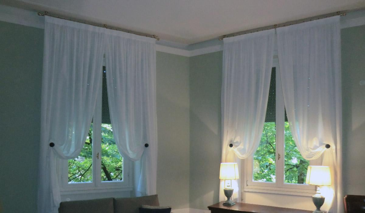 Belleri tende morbide classiche for Finestre a soffitto